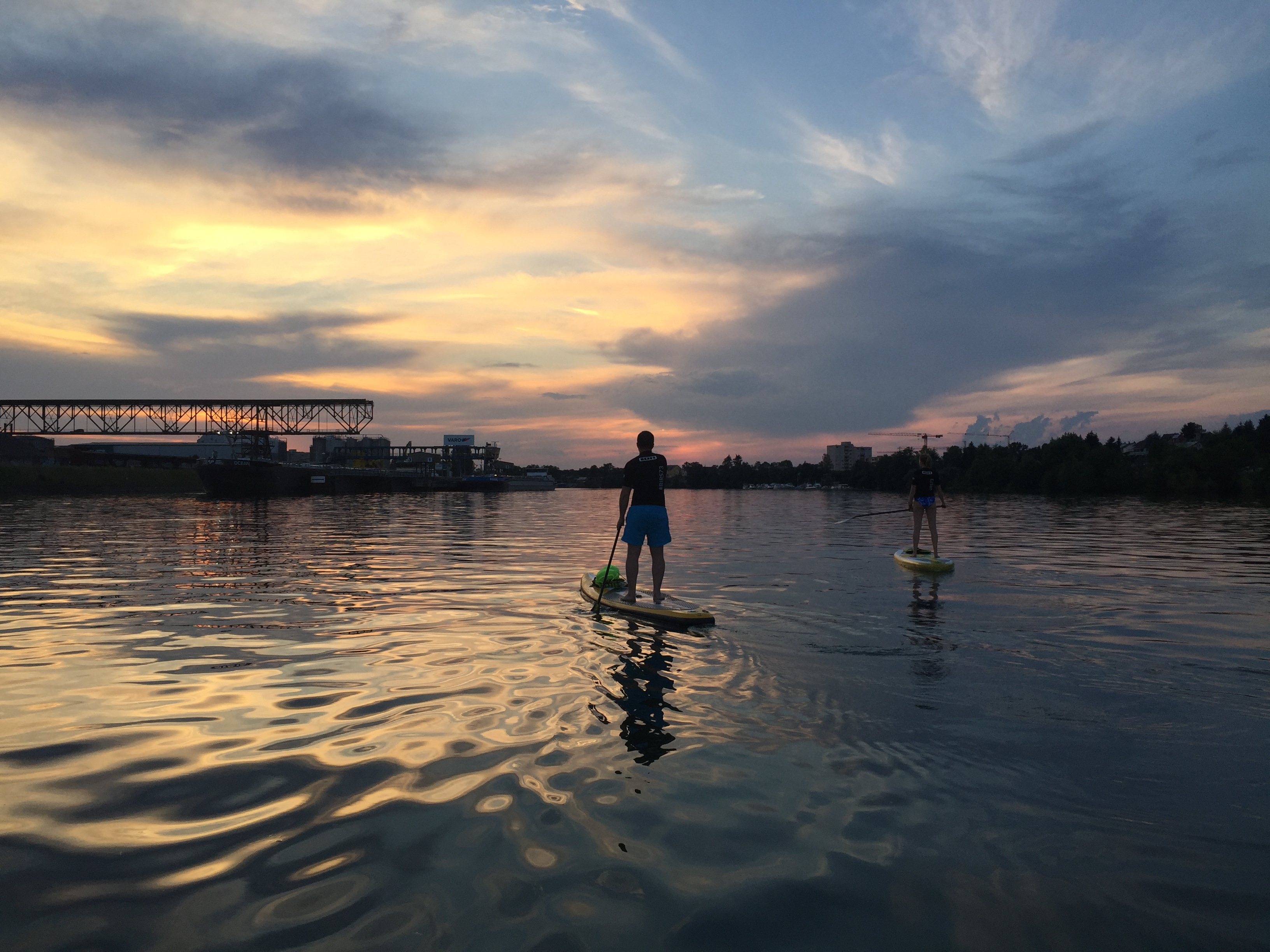 Birs 73 SUP in Basel mit Sonnenuntergang
